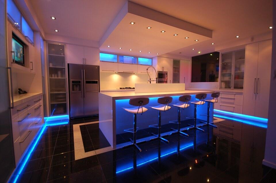 cocina iluminada con leds