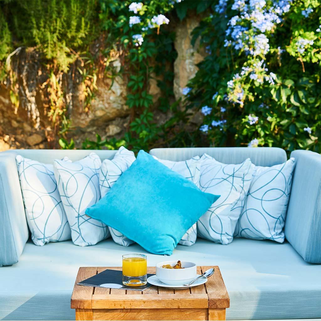 Sofá grande y cómodo para jardín