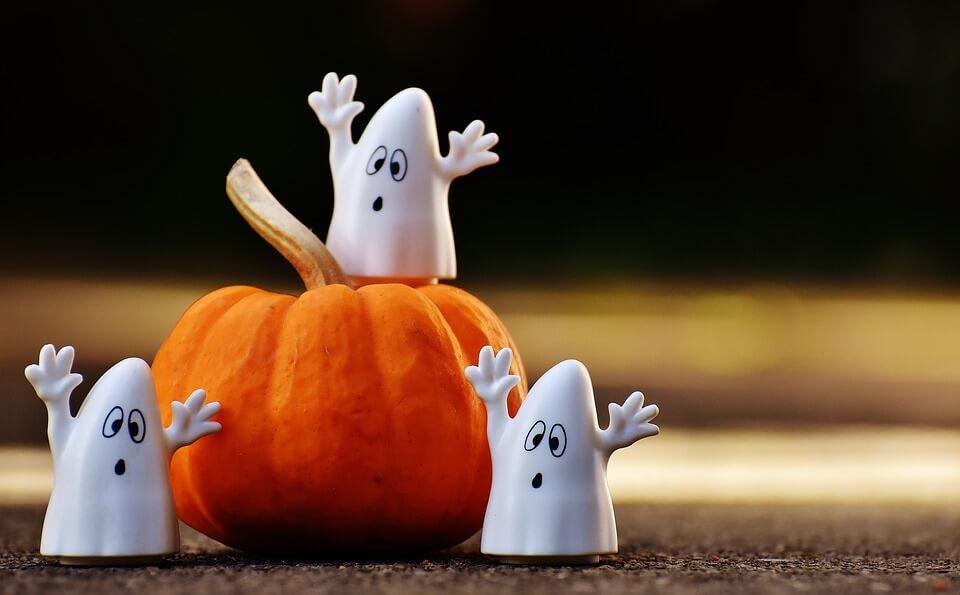 Calabaza de Halloween con fantasmitas