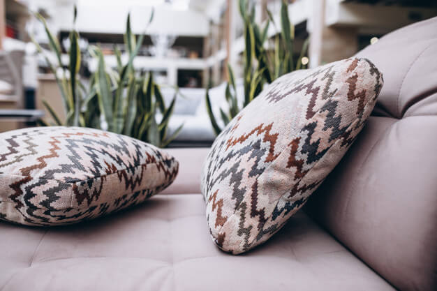Cojines en textiles naturales